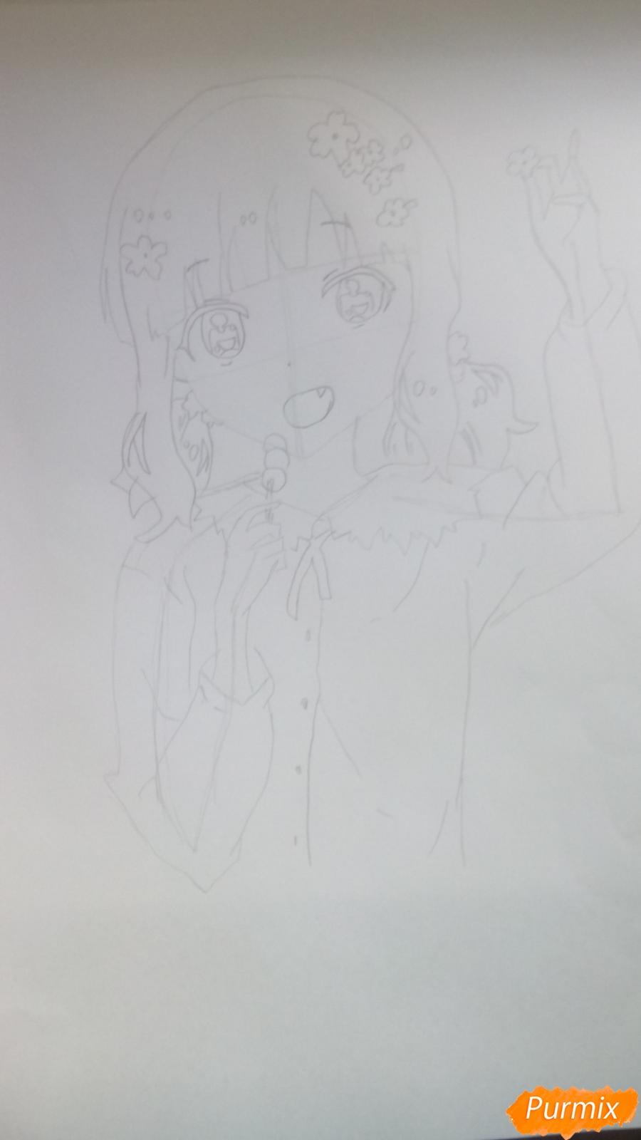 Рисуем аниме девочку c цветочками карандашами - шаг 6