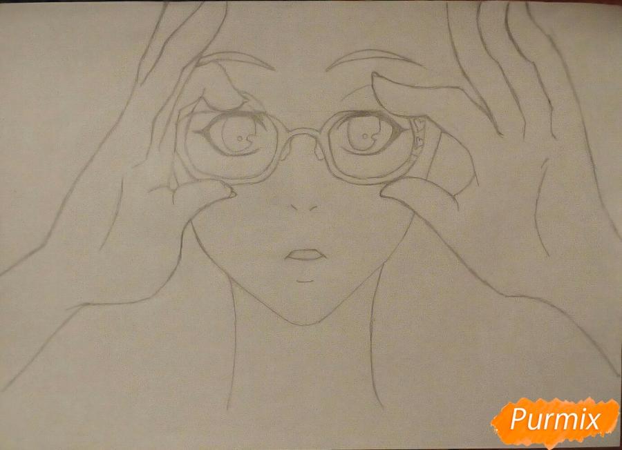 Рисуем аниме девочку в красных очка карандашами - шаг 6