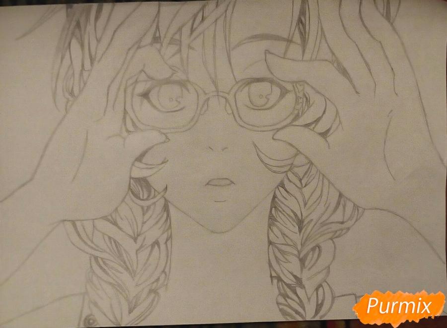 Рисуем аниме девочку в красных очка карандашами - шаг 8