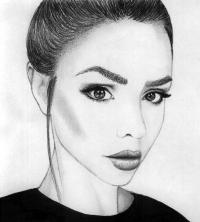 Фото портрет Маши Вэй карандашом