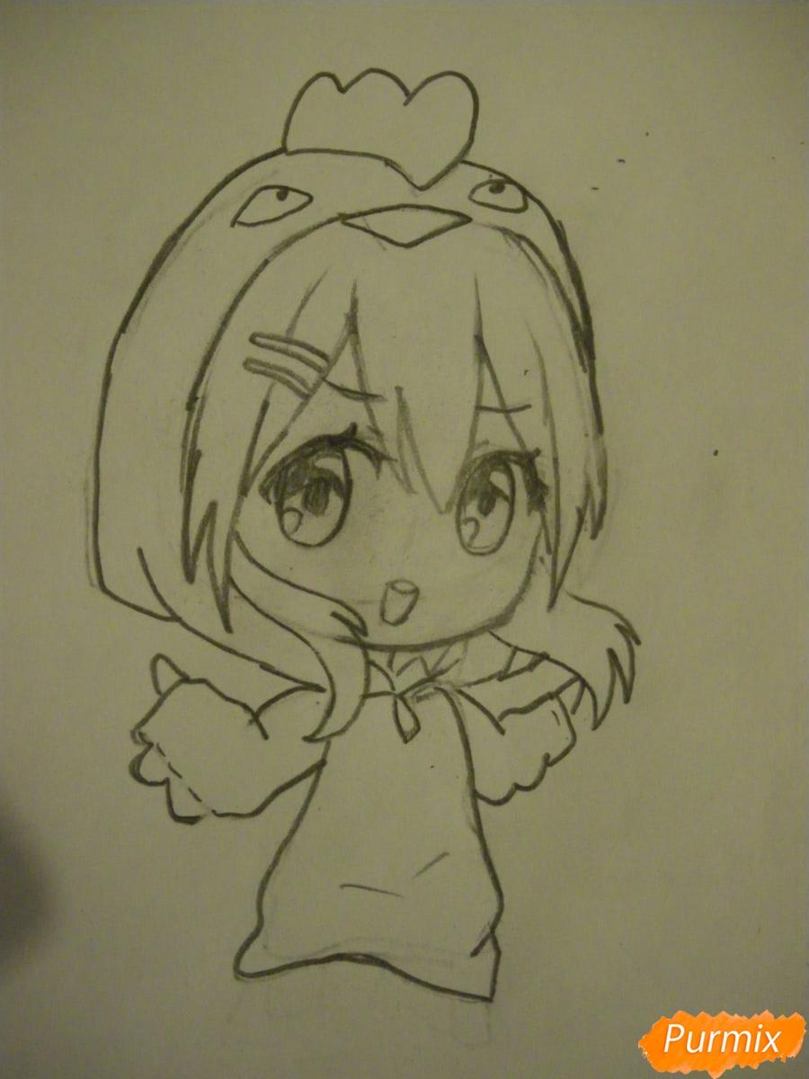 Рисуем чиби девочку в костюме петушка карандашами - шаг 5