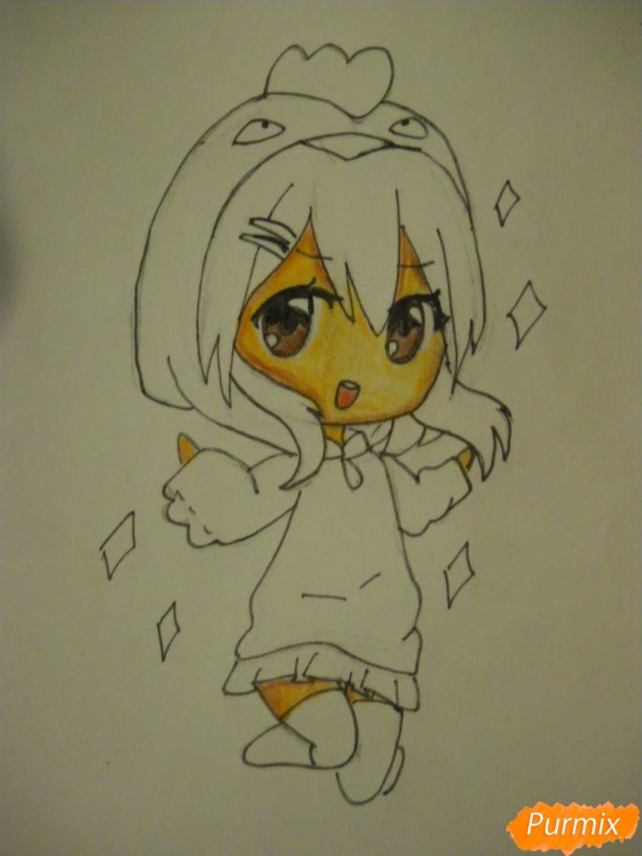 Рисуем чиби девочку в костюме петушка карандашами - шаг 8