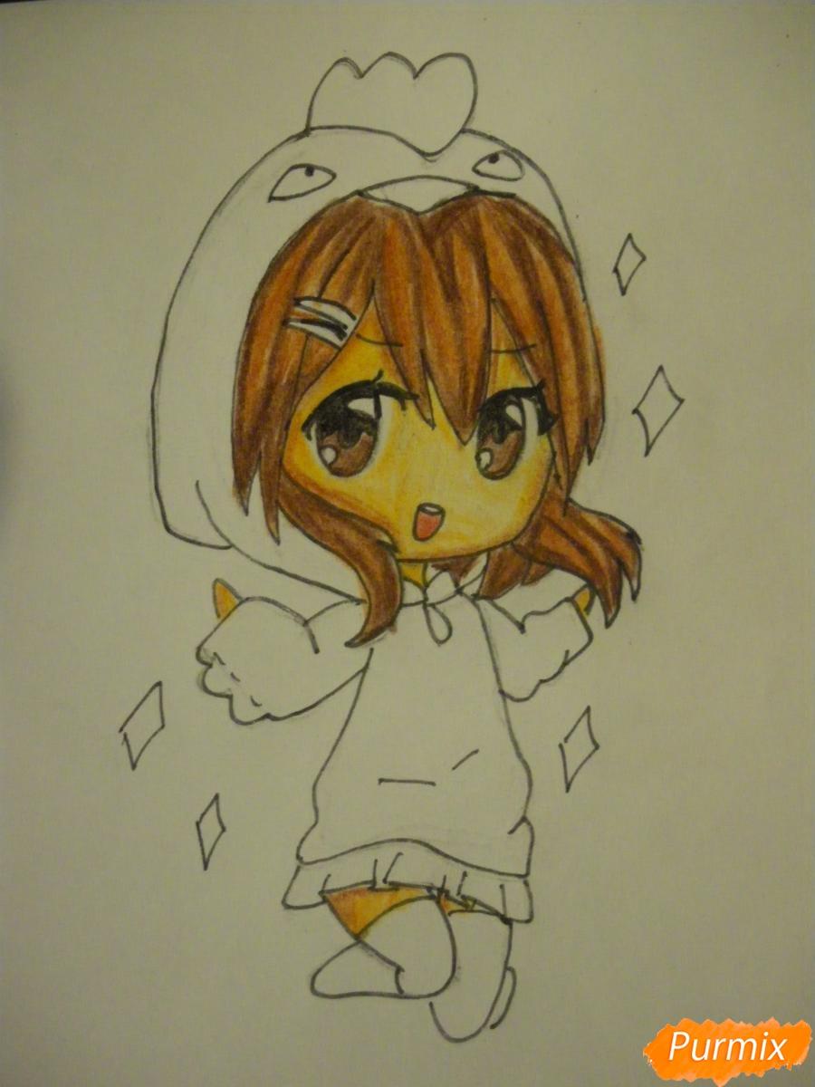 Рисуем чиби девочку в костюме петушка карандашами - шаг 9