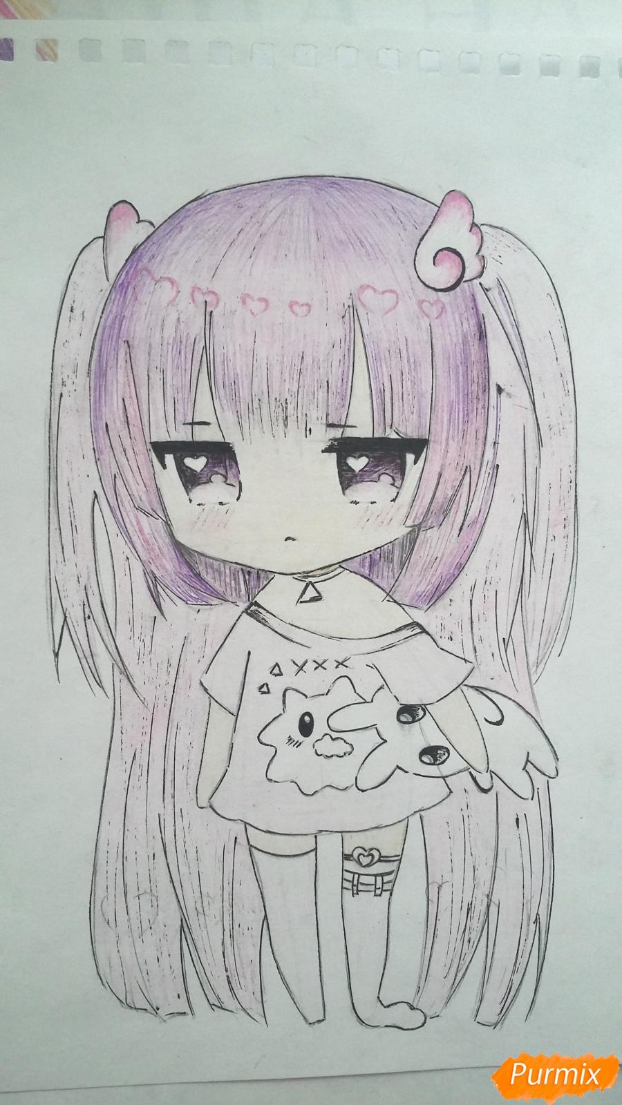 Рисуем милую чиби-тян в пижаме и игрушкой в руке карандашами - шаг 15