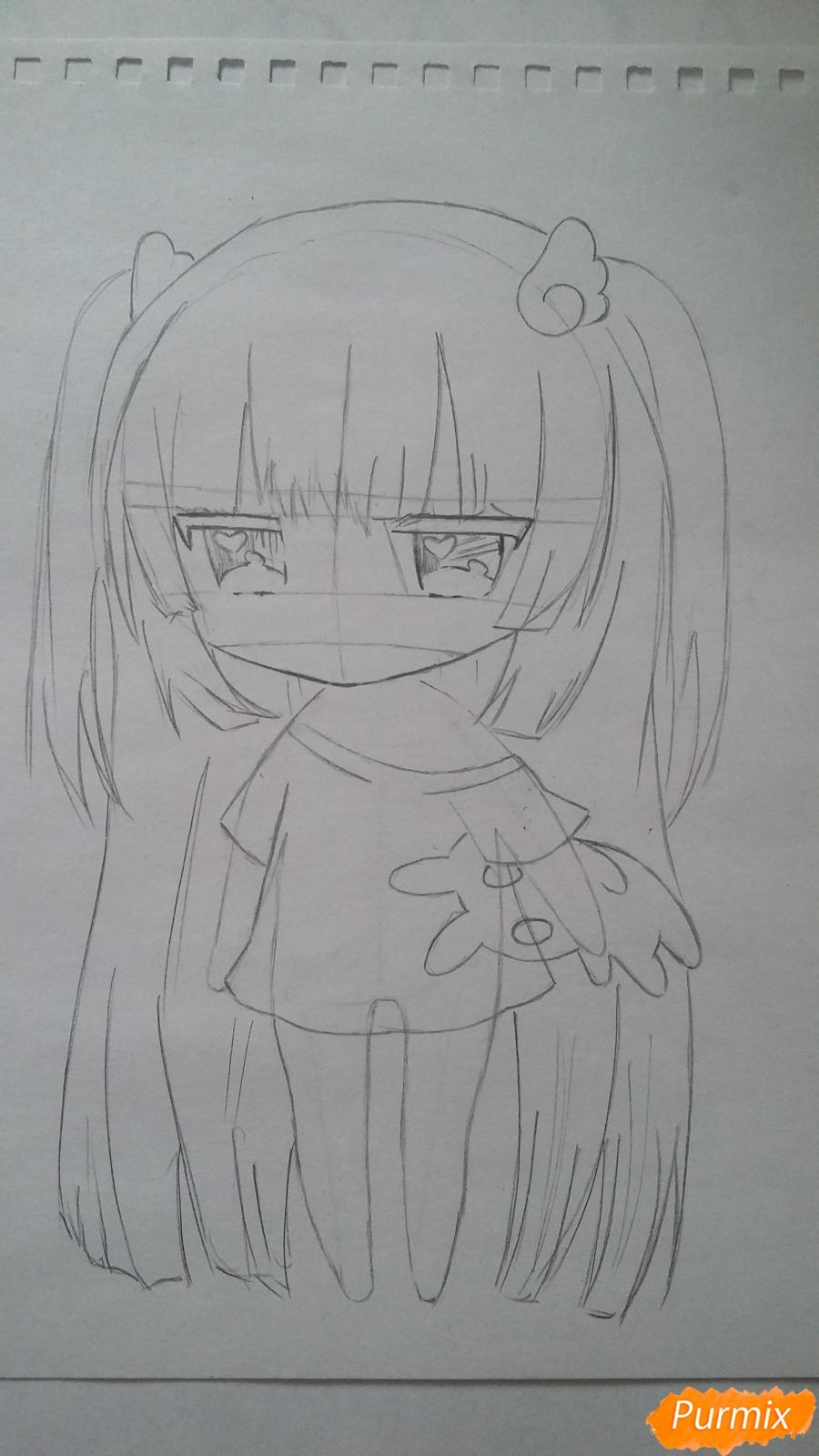 Рисуем милую чиби-тян в пижаме и игрушкой в руке карандашами - шаг 6