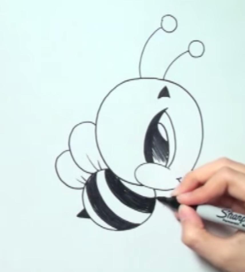 Рисуем пчелу в стиле чиби - шаг 4