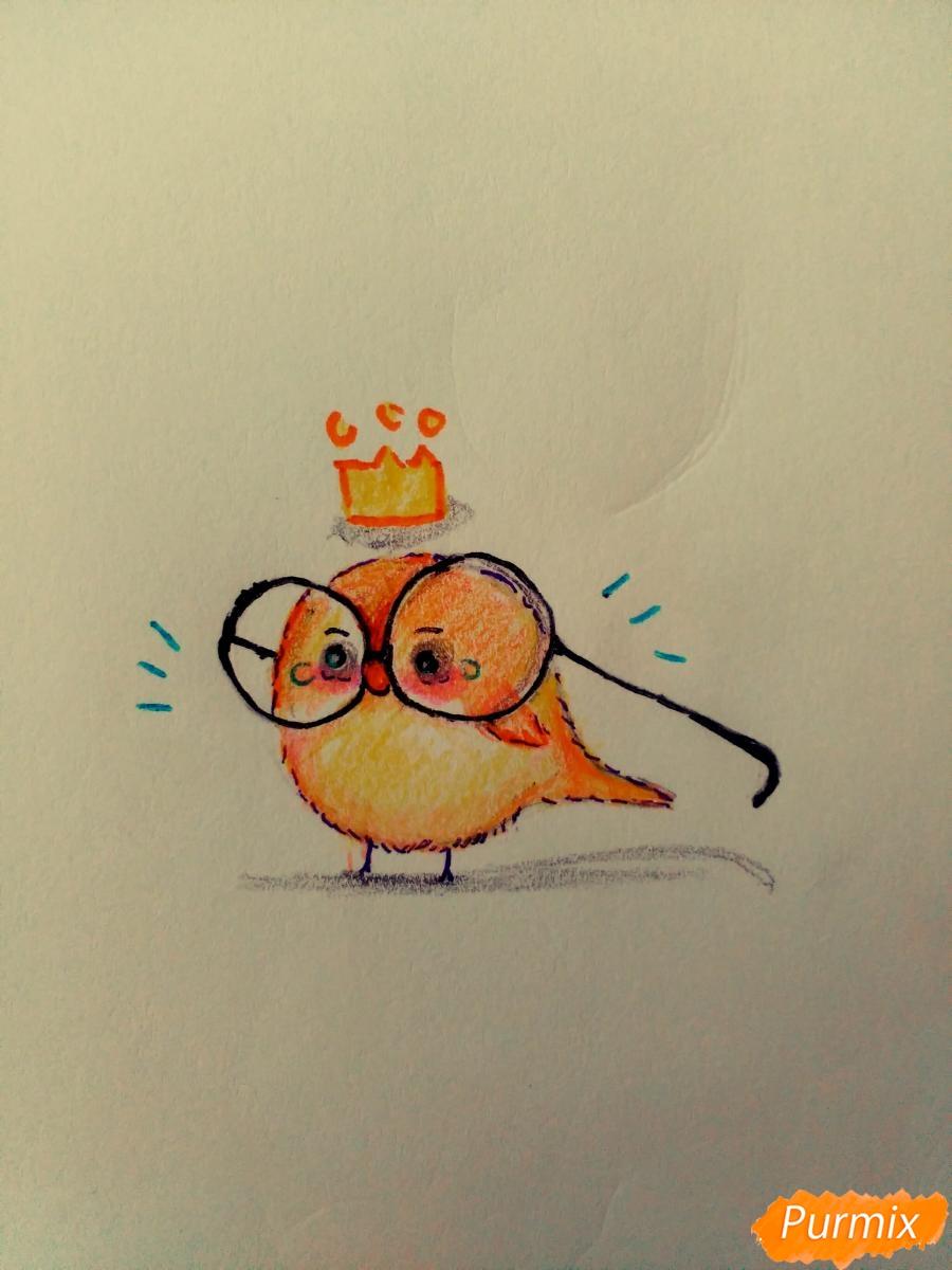 Как нарисовать птенца в очках цветными карандашами поэтапно