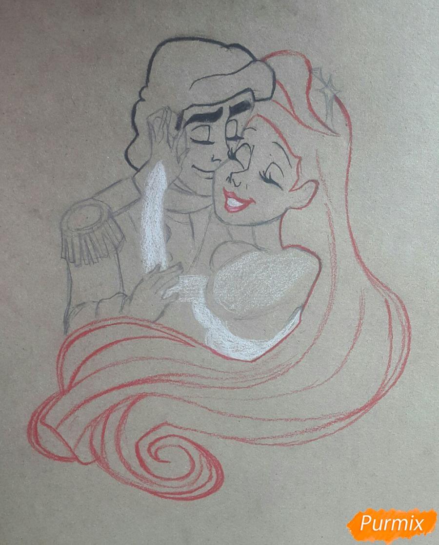 Рисуем Принца Эрика и Ариэль цветными карандашами на крафт-бумаге - шаг 4