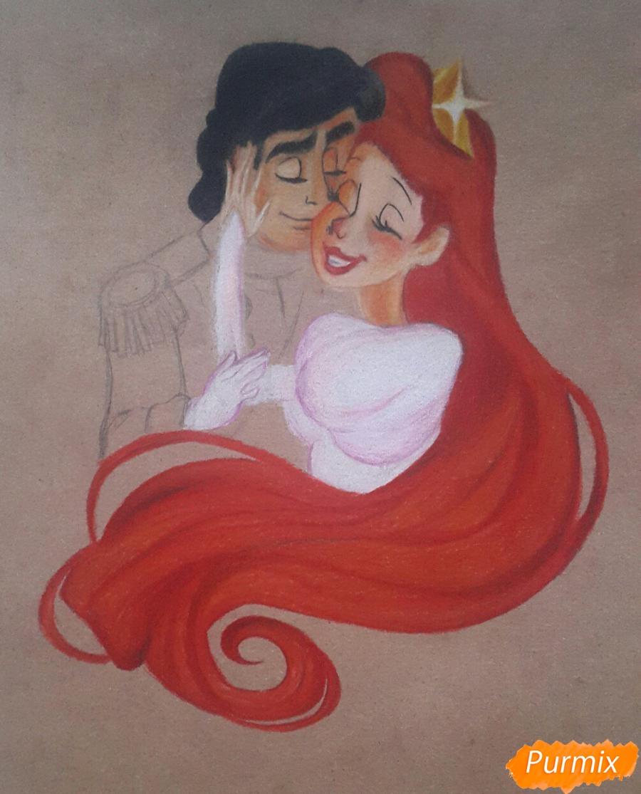 Рисуем Принца Эрика и Ариэль цветными карандашами на крафт-бумаге - шаг 7
