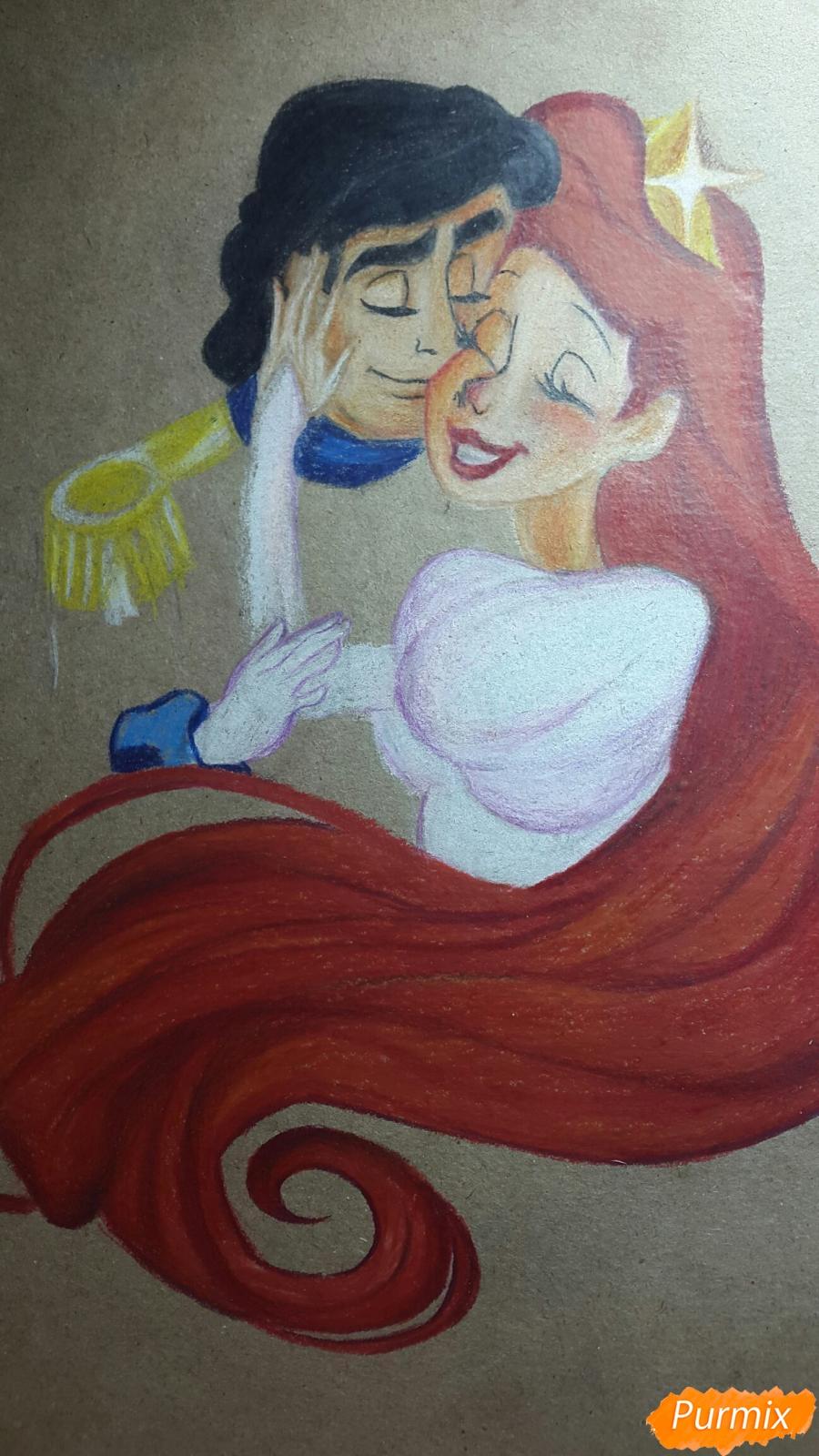 Рисуем Принца Эрика и Ариэль цветными карандашами на крафт-бумаге - шаг 8