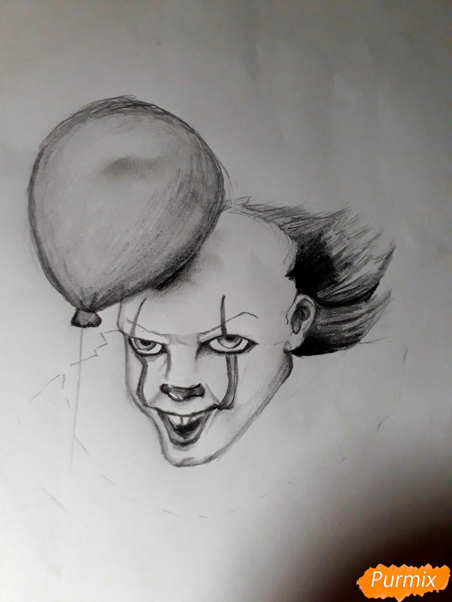 Рисуем Пенивайза из фильма Оно карандашами - шаг 7