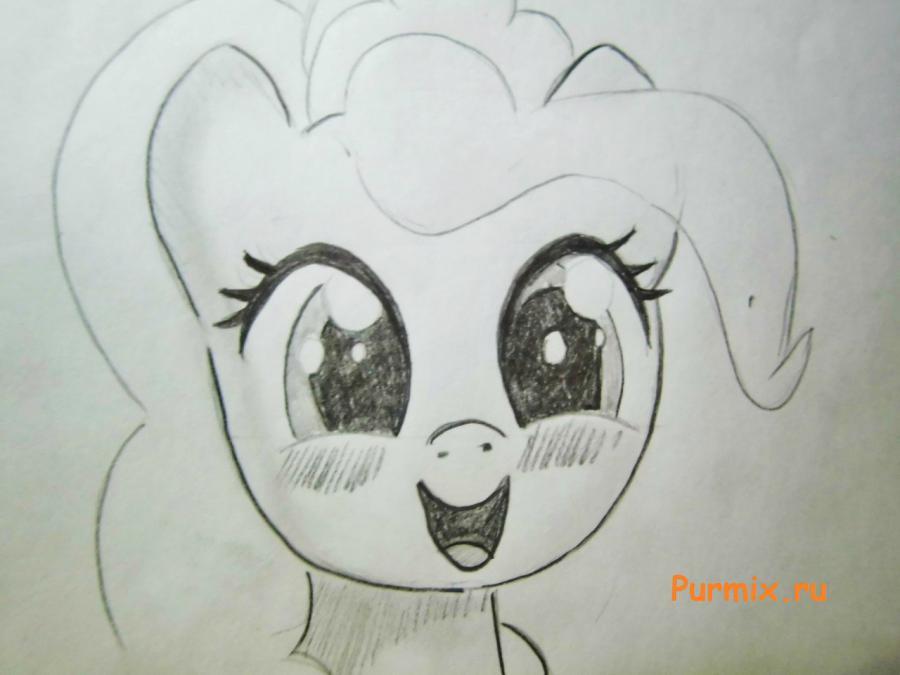 Рисуем радостную Пинки Пай карандашами - шаг 4