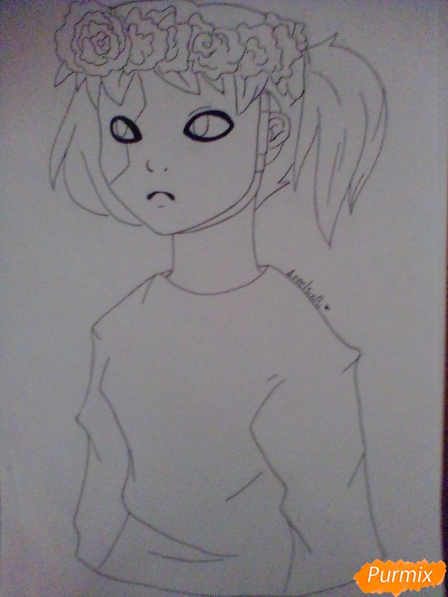 Рисуем и раскрасить Салли Фишера с венком на голове карандашами - шаг 6