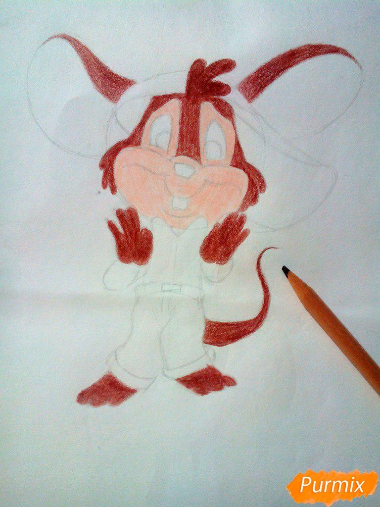 Рисуем испуганного мышонка цветными карандашами - шаг 6