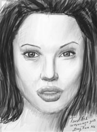 портрет Анджелины Джоли карандашом