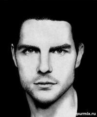 Фото портрет Тома Круз простым карандашом на бумаге