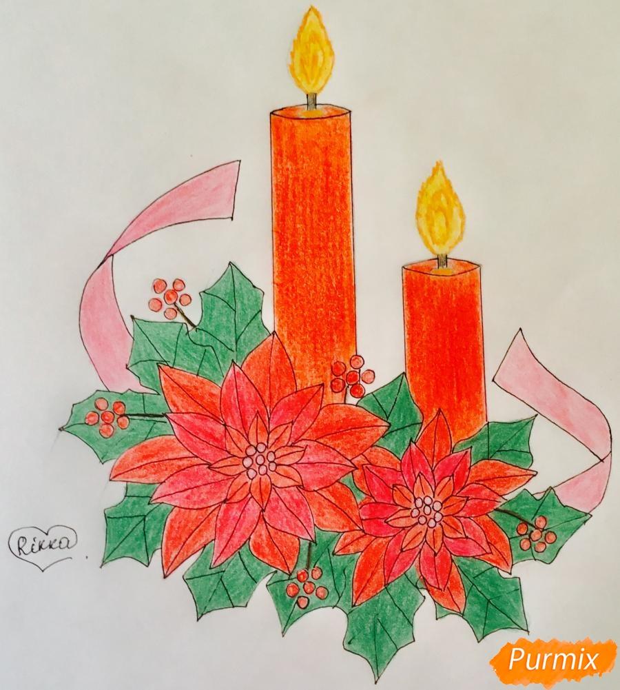 Рисуем две красные новогодние свечи с красными цветочками и клюквой на листочках - фото 11