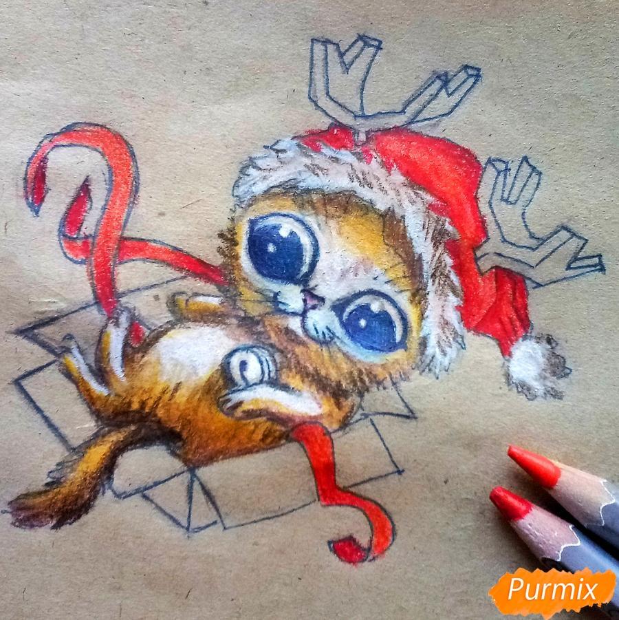 Рисуем котенка в новогоднем костюме цветными карандашами - шаг 11