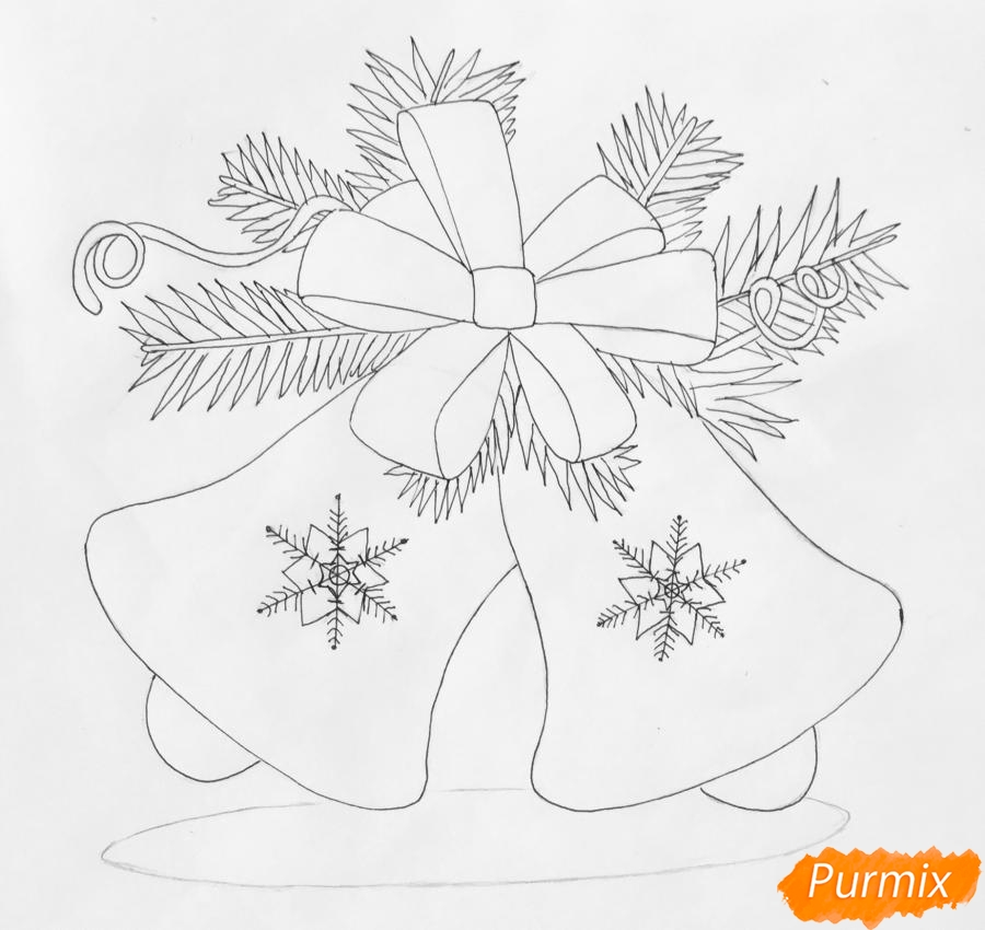 Рисуем новогодние колокольчики с красным бантиком и веточками ёлочки - фото 7