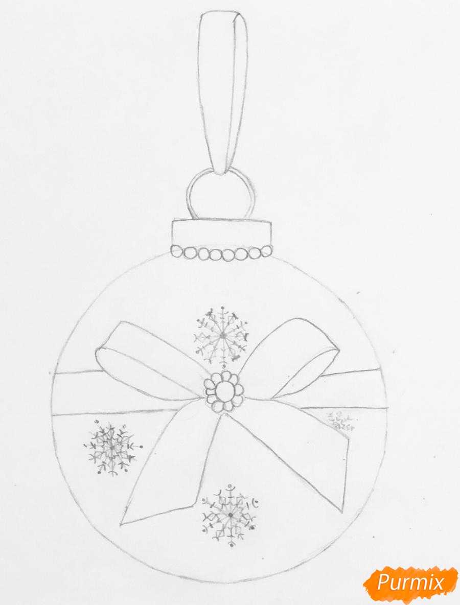 Рисуем синюю новогоднюю игрушку с синим бантиком и снежинками - фото 3