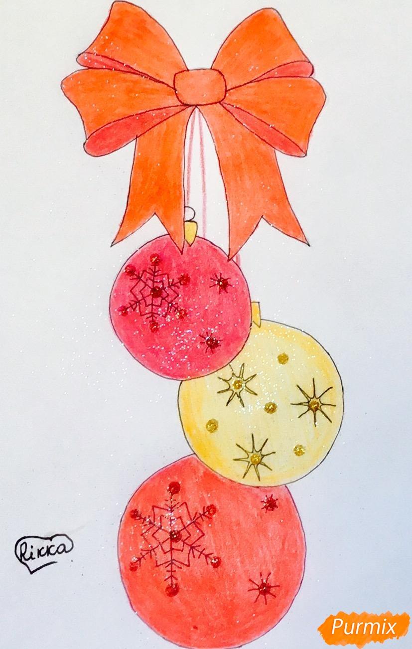 Рисуем три новогодние игрушки с красным бантиком - фото 8