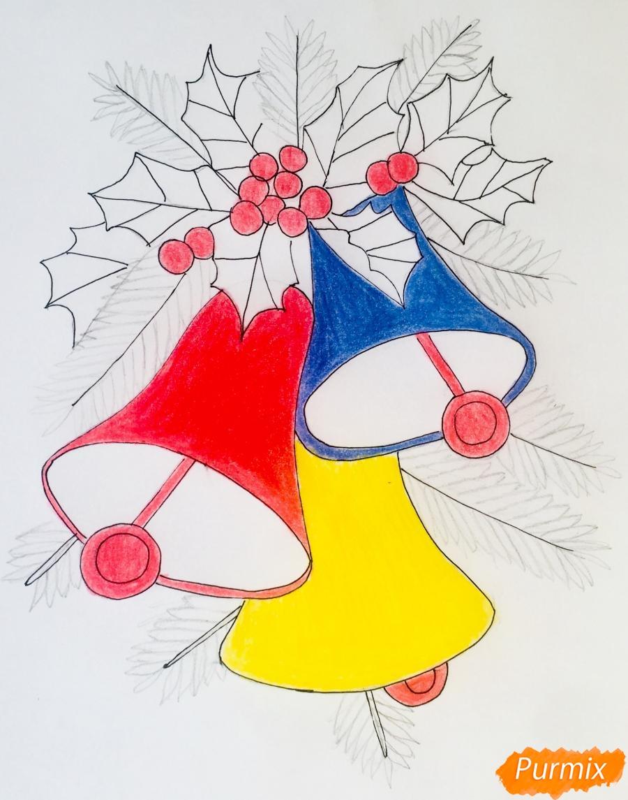 Рисуем три новогодних колокольчика с веточками ёлочки - фото 9