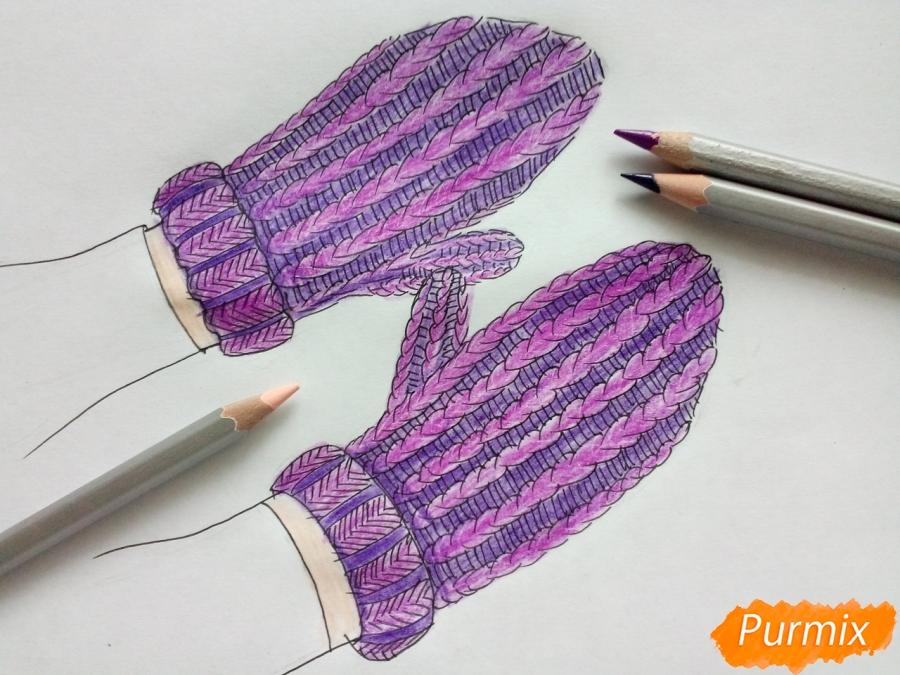 Рисуем вязаные варежки на руках - фото 6