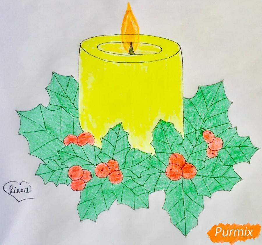 Рисуем жёлтую новогоднюю свечу с клюквой и листочками - фото 9