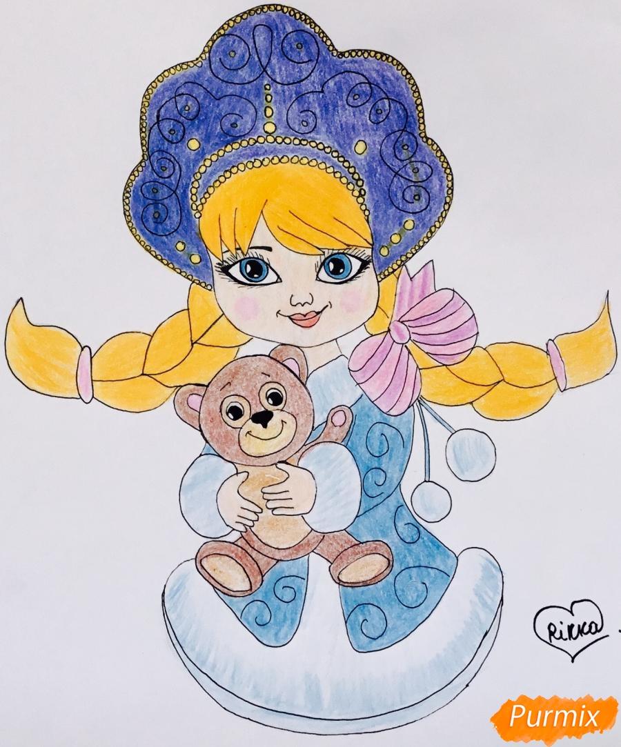 Рисуем милую снегурочку с игрушечным мишкой в руках - фото 10