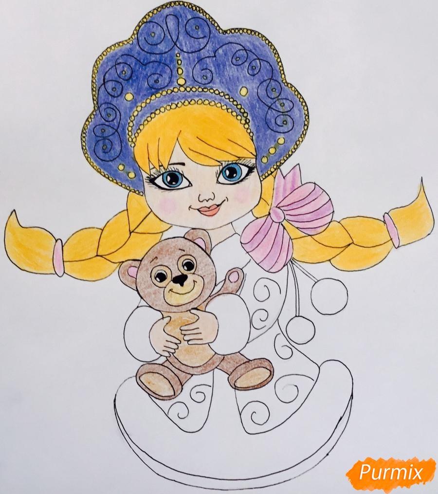 Рисуем милую снегурочку с игрушечным мишкой в руках - фото 9