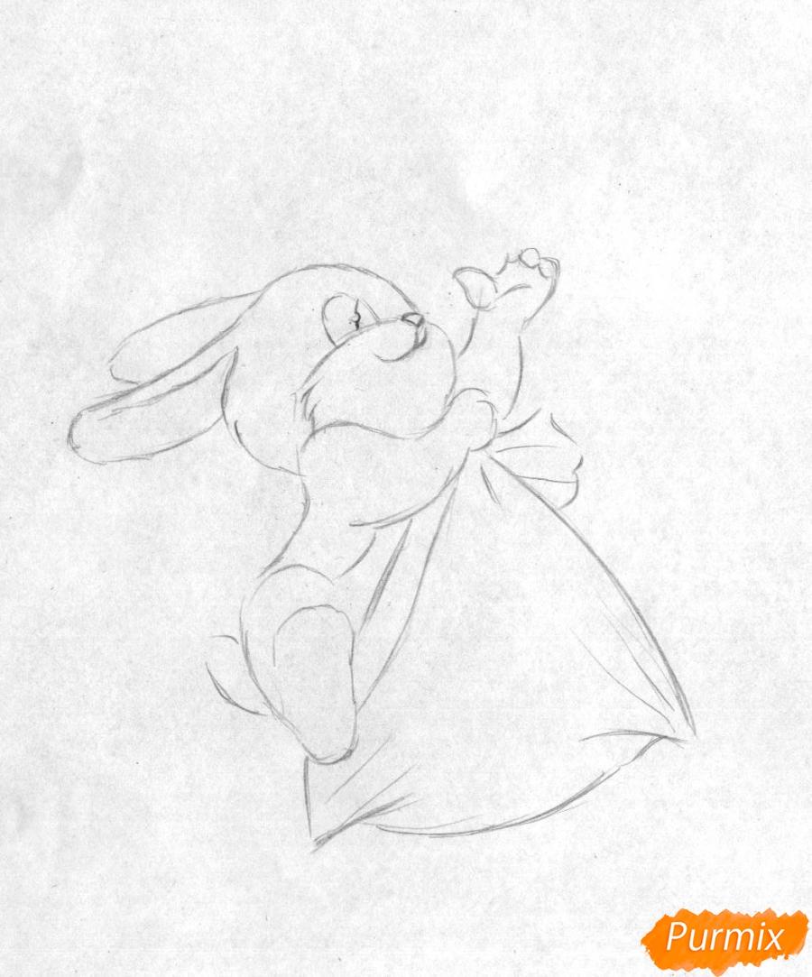Рисуем зайчика висящего на елке к Новому Году карандашами - шаг 1
