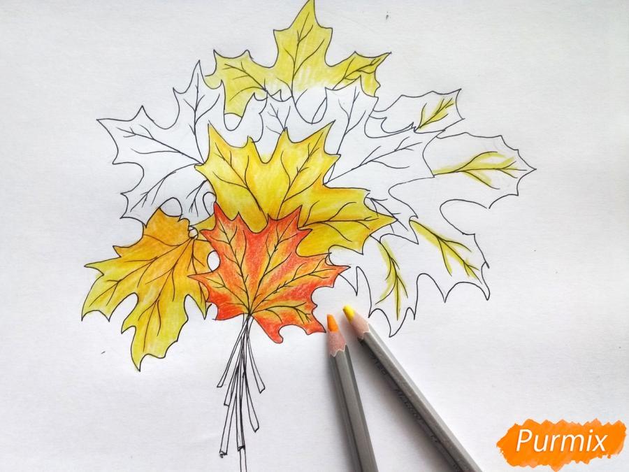 Рисуем букет из кленовых листьев - фото 6