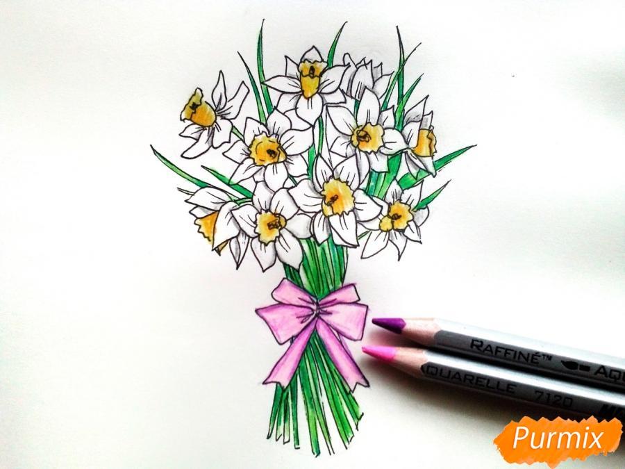Рисуем букет нарциссов цветными карандашами - фото 9