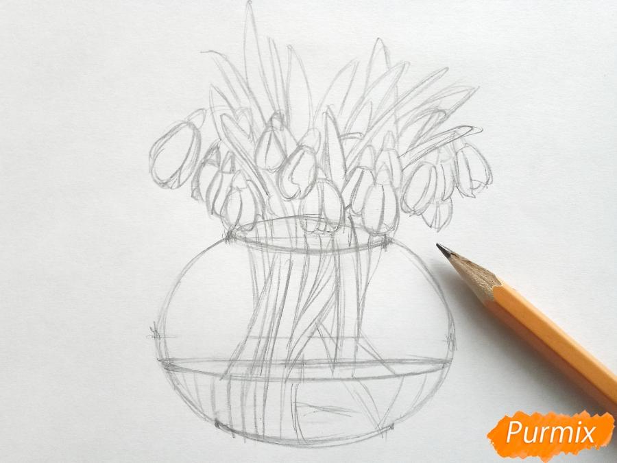 Рисуем букет подснежников в вазе карандашами - фото 4