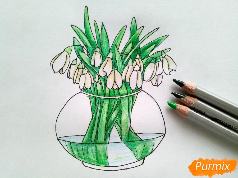 Рисуем букет подснежников в вазе карандашами - фото 7