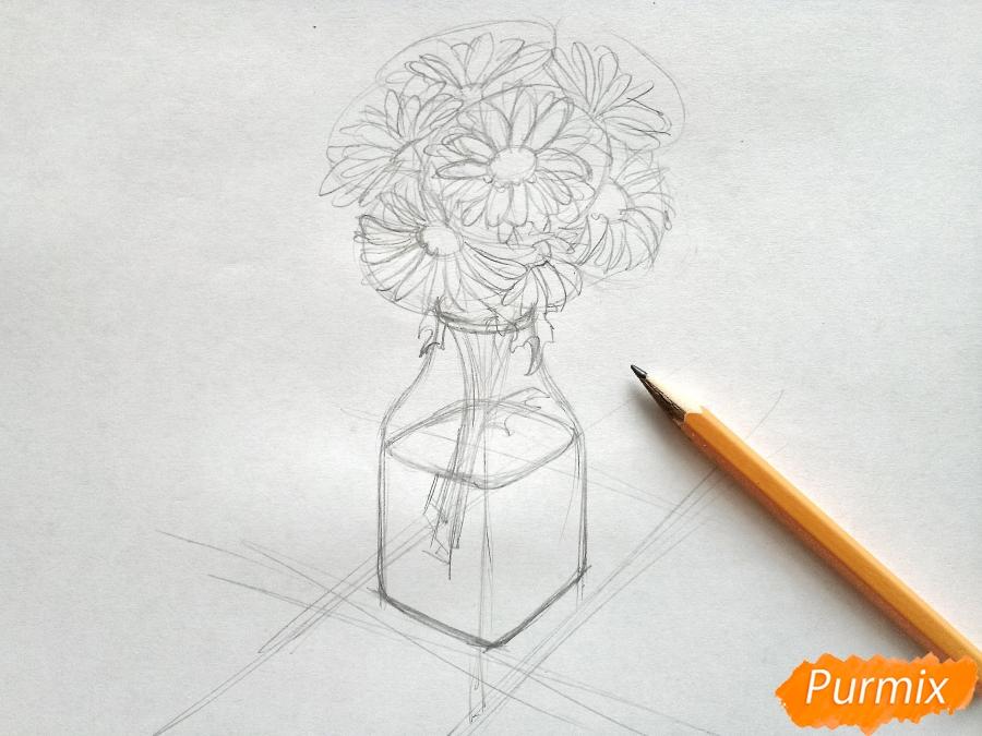 Рисуем вазу с ромашками карандашами - фото 4