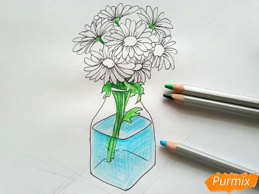 Рисуем вазу с ромашками карандашами - фото 6