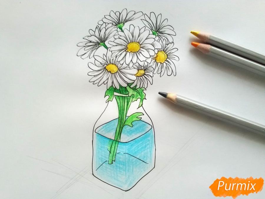 Рисуем вазу с ромашками карандашами - фото 7