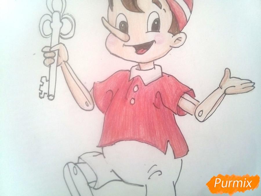 Рисуем Буратино с золотым ключиком цветными карандашами - фото 11