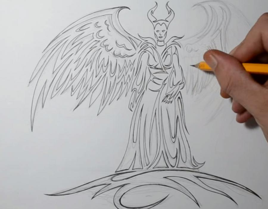 Рисуем Малефисенту в стиле тату на бумаге - шаг 5