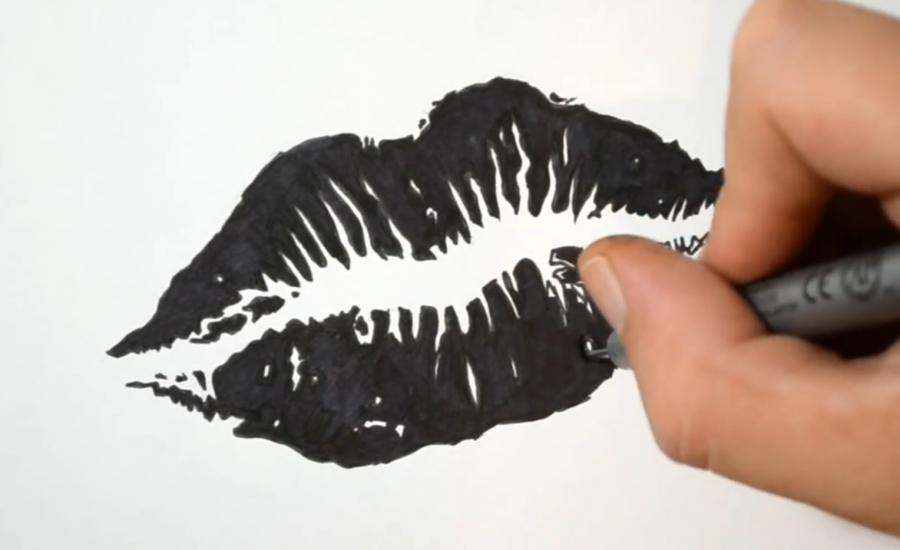 Как нарисовать тату - отпечаток губ на бумаге карандашом поэтапно