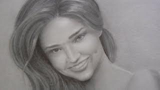 Как нарисовать портрет девушки с улыбкой  видео урок