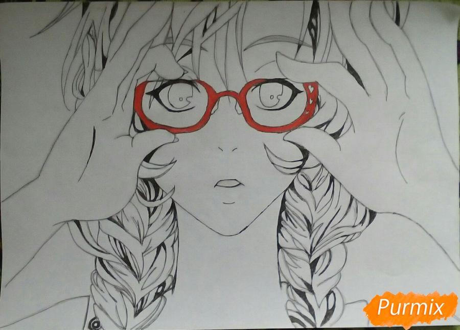 Рисуем аниме девочку в красных очка карандашами - шаг 9