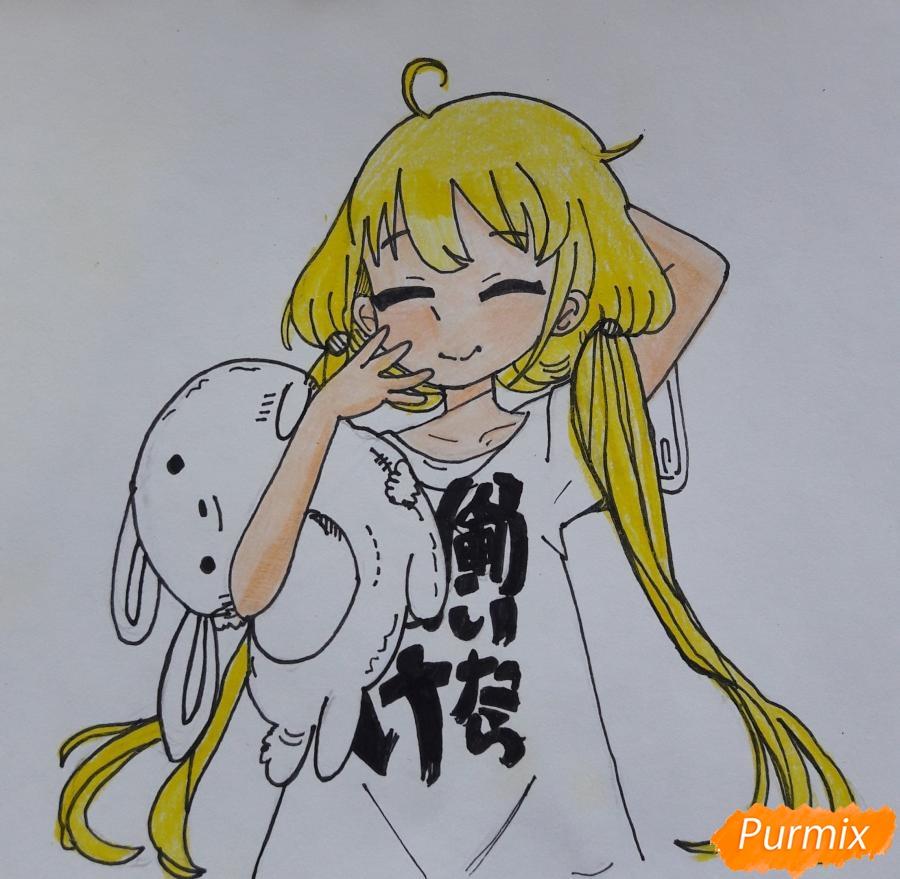 Рисуем анимешную девочку с плюшевым кроликом в руках карандашами - шаг 7