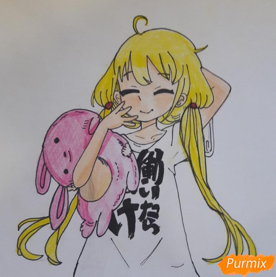 Рисуем анимешную девочку с плюшевым кроликом в руках карандашами - шаг 8