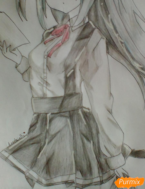Рисуем и раскрасить Школьницу с книгой в стиле аниме - шаг 10