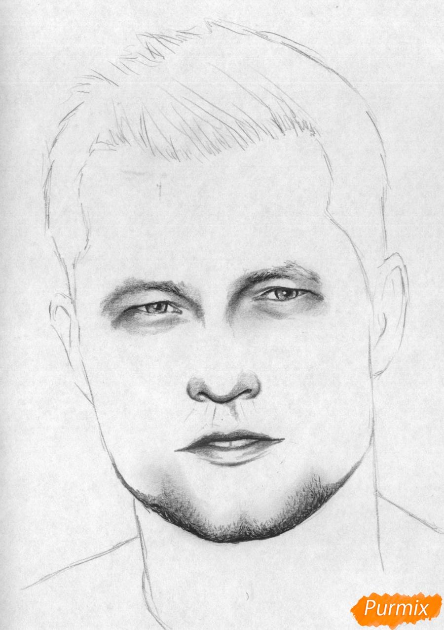 Рисуем портрет Тиль Швайгера карандашами и чёрной ручкой - шаг 3