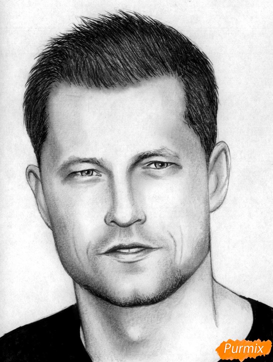 Рисуем портрет Тиль Швайгера карандашами и чёрной ручкой - шаг 5