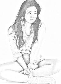 Фото сидящую девушку карандашом