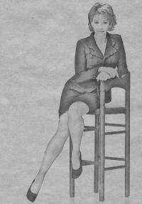 женщину сидящую на стуле карандашом